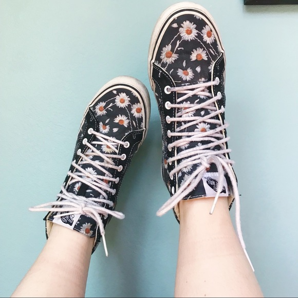 62f30a42c5c1 ❗️SALE❗ Limited Addition High Top Vans Floral. M 5afc79602ae12fb40597940e